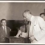 Dr. Walter Jobim, votando como candidato